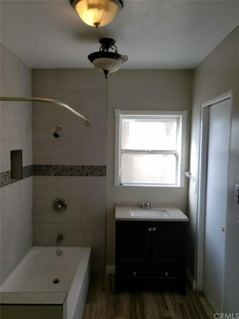 3 Bedrooms, Villa Parke Rental in Los Angeles, CA for $2,900 - Photo 2