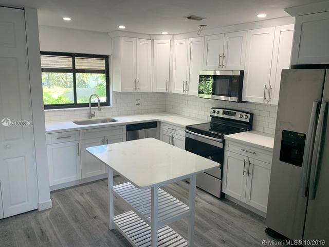 2 Bedrooms, Snug Harbor Rental in Miami, FL for $3,300 - Photo 2