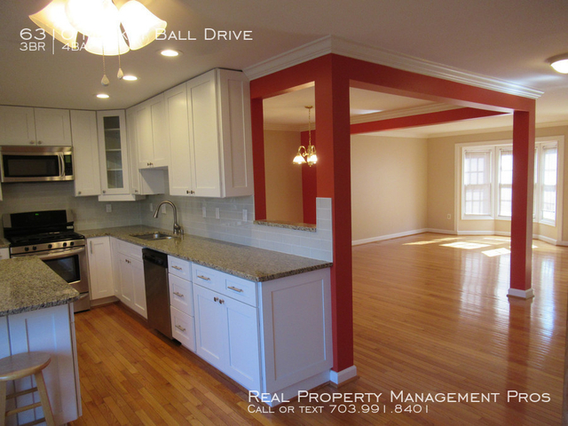 3 Bedrooms, Centreville Rental in Washington, DC for $2,100 - Photo 1