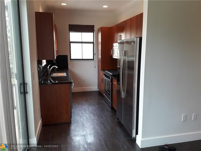 2 Bedrooms, Sawgrass Lakes Rental in Miami, FL for $2,150 - Photo 2