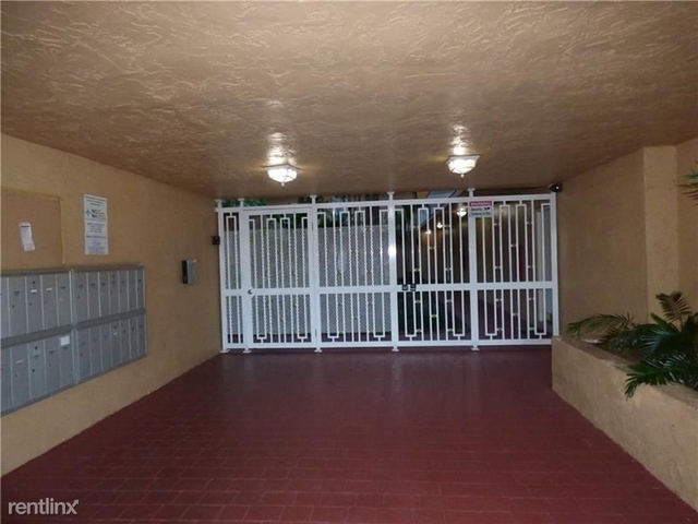 2 Bedrooms, The Newport Condominiums Rental in Miami, FL for $1,400 - Photo 2