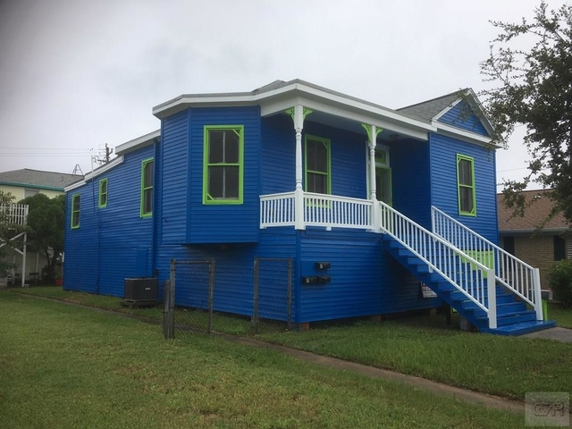2 Bedrooms, Old Silk Stocking Historic District Rental in Houston for $1,400 - Photo 2