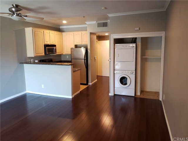 Studio, Playhouse District Rental in Los Angeles, CA for $1,900 - Photo 1
