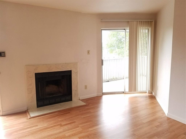 2 Bedrooms, Creekbend Townhome Condominiums Rental in Houston for $1,050 - Photo 2