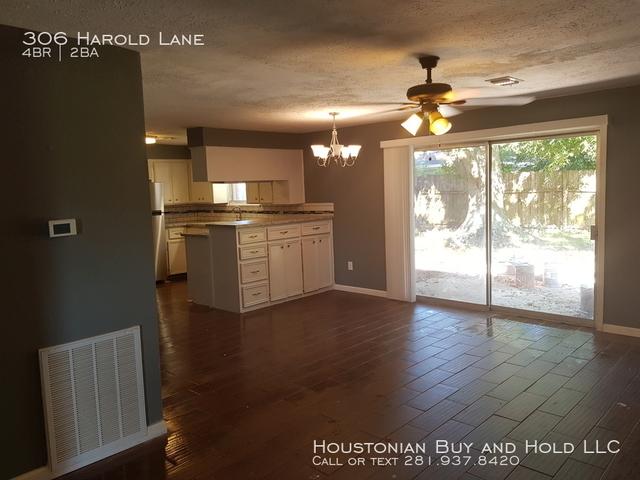 4 Bedrooms, Glen Arbor Rental in Houston for $1,495 - Photo 2
