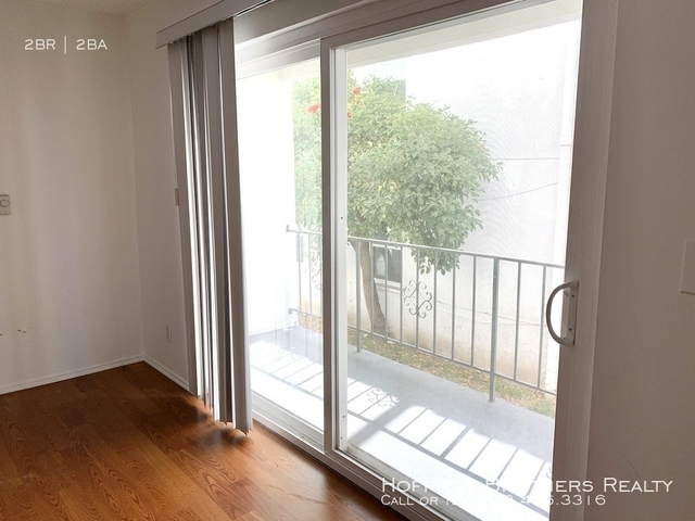 2 Bedrooms, South Robertson Rental in Los Angeles, CA for $2,895 - Photo 2
