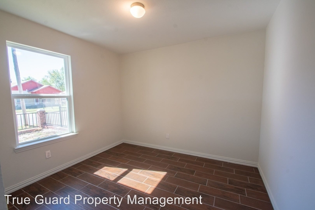3 Bedrooms, Highland Park Rental in Dallas for $1,220 - Photo 2