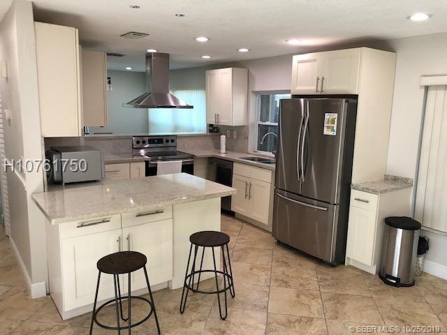 3 Bedrooms, Stonebridge Rental in Miami, FL for $2,550 - Photo 2