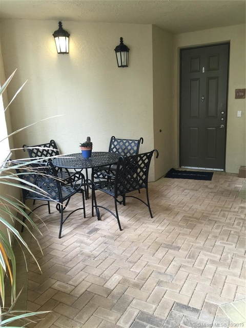 3 Bedrooms, Sawgrass Lakes Rental in Miami, FL for $2,300 - Photo 2