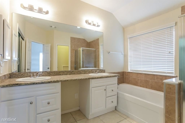 5 Bedrooms, Heritage Square Rental in Houston for $2,245 - Photo 2