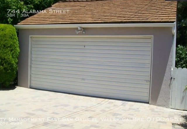 3 Bedrooms, Country Club Rental in Los Angeles, CA for $3,700 - Photo 2