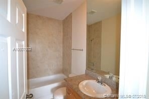 2 Bedrooms, Golf Course Towers Rental in Miami, FL for $1,650 - Photo 1