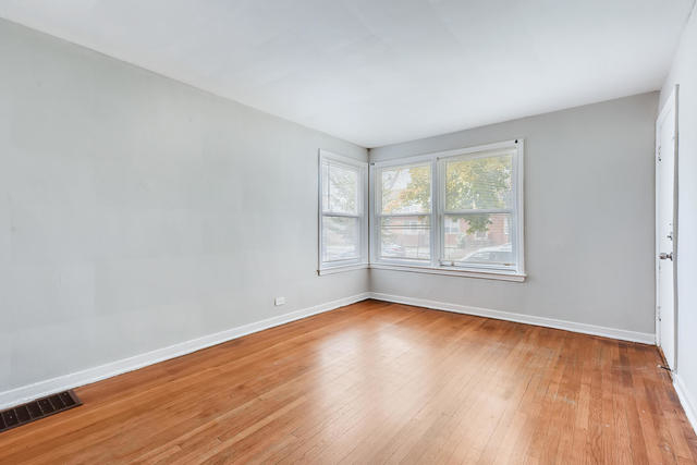 2 Bedrooms, Skokie Rental in Chicago, IL for $1,200 - Photo 2