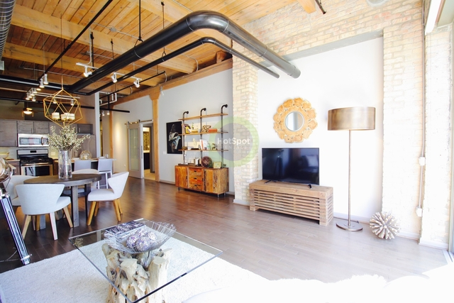 2 Bedrooms, Streeterville Rental in Chicago, IL for $3,596 - Photo 2