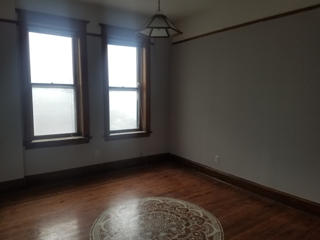 2 Bedrooms, Roscoe Village Rental in Chicago, IL for $1,300 - Photo 2