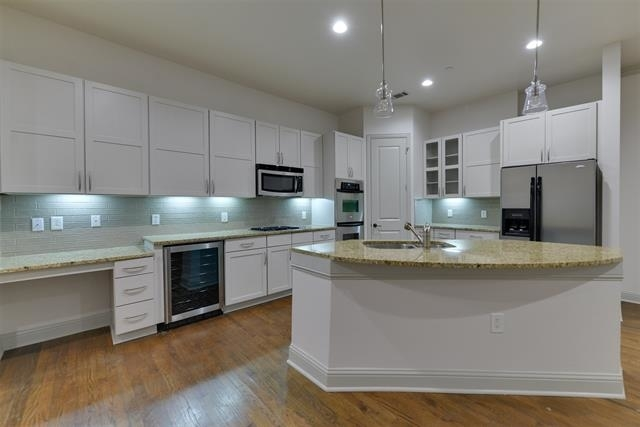 2 Bedrooms, Westchester Rental in Dallas for $2,999 - Photo 1