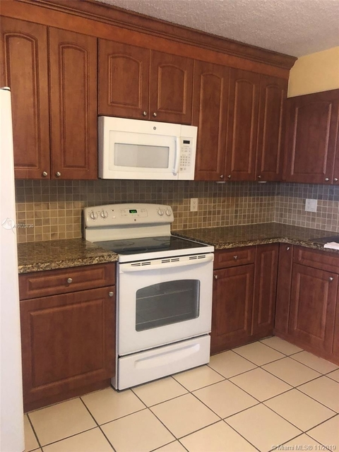 2 Bedrooms, Two Twins of Westland Rental in Miami, FL for $1,550 - Photo 2