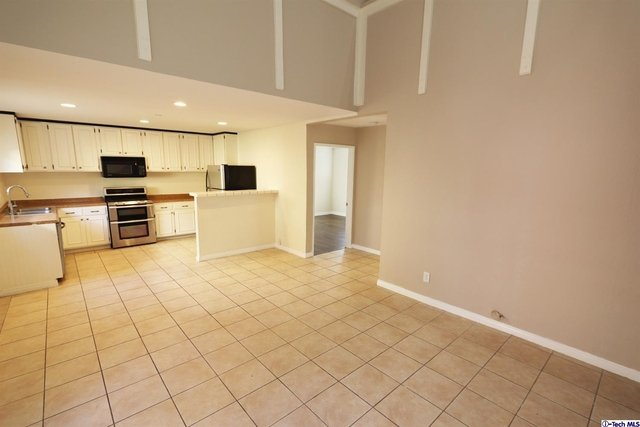 3 Bedrooms, Van Nuys Rental in Los Angeles, CA for $2,800 - Photo 2