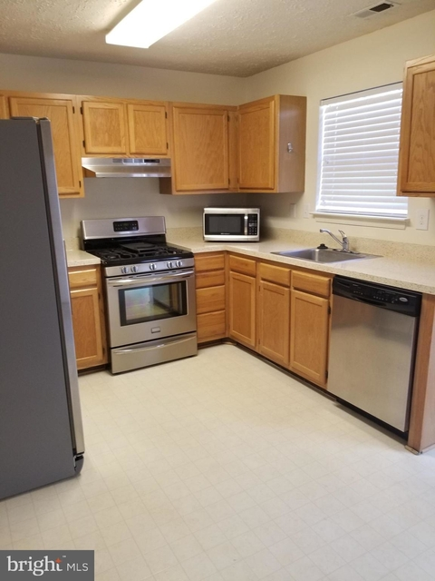 3 Bedrooms, St. Charles Rental in Washington, DC for $1,850 - Photo 2