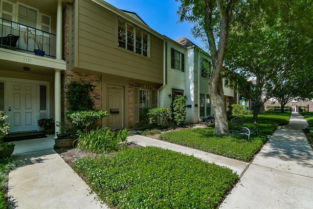 2 Bedrooms, Memorial Club Townhome Rental in Houston for $1,325 - Photo 2