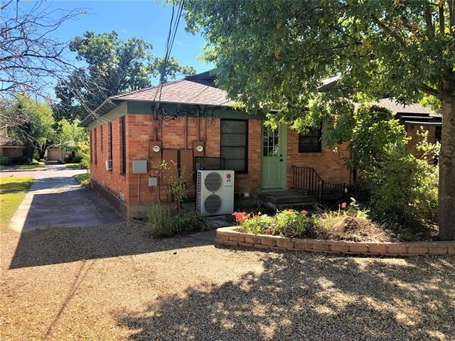 2 Bedrooms, Hillside Rental in Dallas for $1,395 - Photo 2