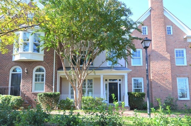 3 Bedrooms, Old Town Gateway Rental in Washington, DC for $3,700 - Photo 1