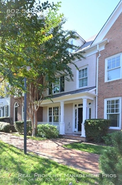 3 Bedrooms, Old Town Gateway Rental in Washington, DC for $3,700 - Photo 2