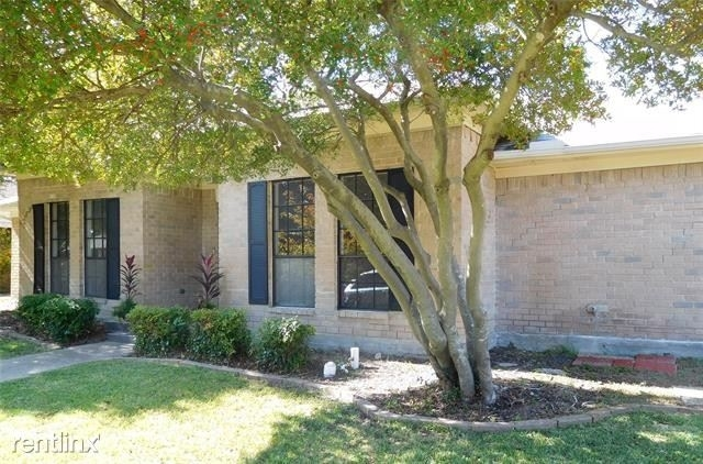 3 Bedrooms, Century Rental in Dallas for $2,210 - Photo 2