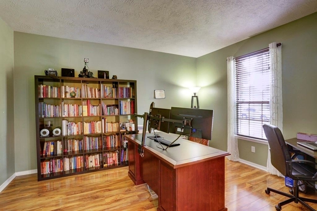 5 Bedrooms, Olympic Village Rental in Houston for $2,500 - Photo 2