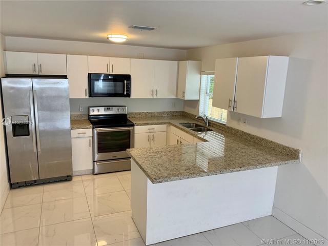 2 Bedrooms, Kenwood Rental in Miami, FL for $1,825 - Photo 2