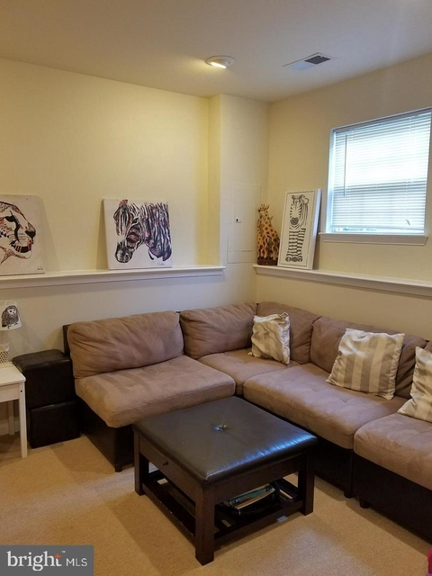 3 Bedrooms, Fair Oaks Rental in Washington, DC for $2,550 - Photo 1