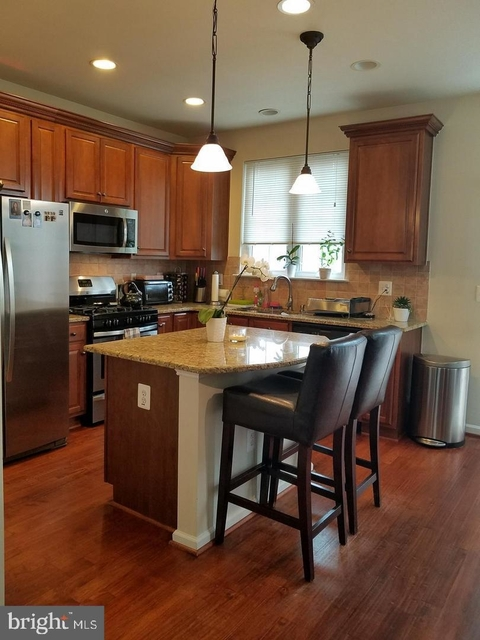 3 Bedrooms, Fair Oaks Rental in Washington, DC for $2,550 - Photo 2