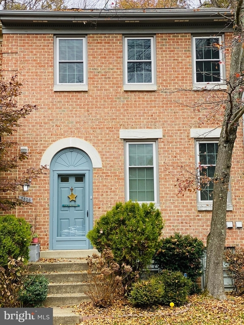 3 Bedrooms, Oakton Rental in Washington, DC for $2,650 - Photo 1