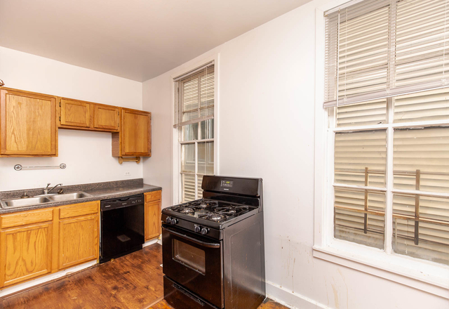 2 Bedrooms, Ranch Triangle Rental in Chicago, IL for $2,142 - Photo 2
