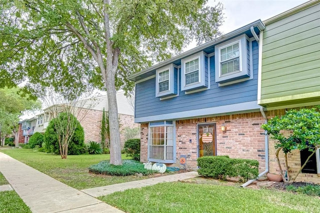 3 Bedrooms, Memorial Ashford Townhome Rental in Houston for $1,800 - Photo 2