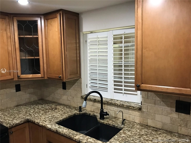 3 Bedrooms, Forest Hills Rental in Miami, FL for $1,750 - Photo 2