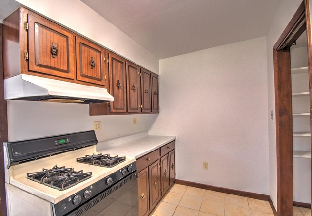 3 Bedrooms, Calumet Rental in Chicago, IL for $1,200 - Photo 2