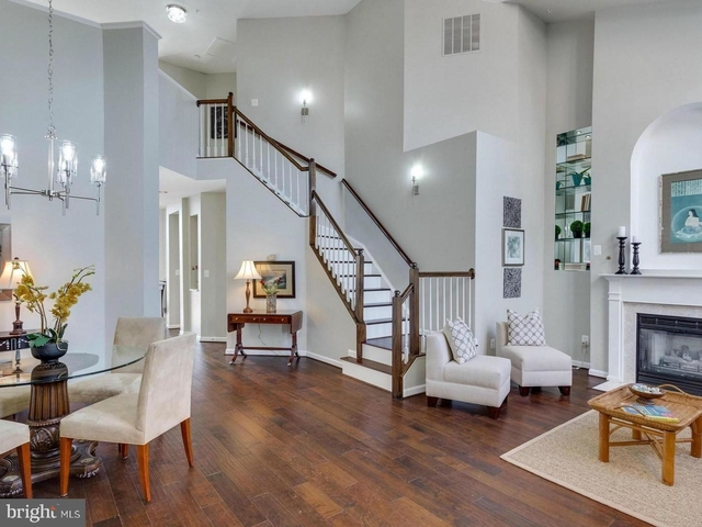 2 Bedrooms, McLean Rental in Washington, DC for $3,300 - Photo 1