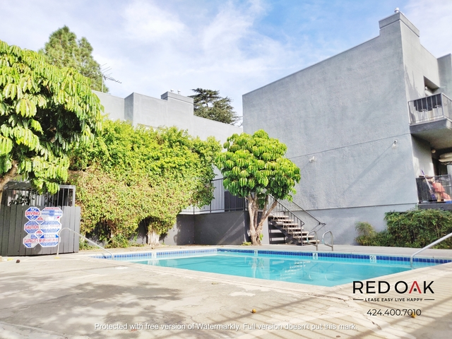 2 Bedrooms, Van Nuys Rental in Los Angeles, CA for $1,895 - Photo 2