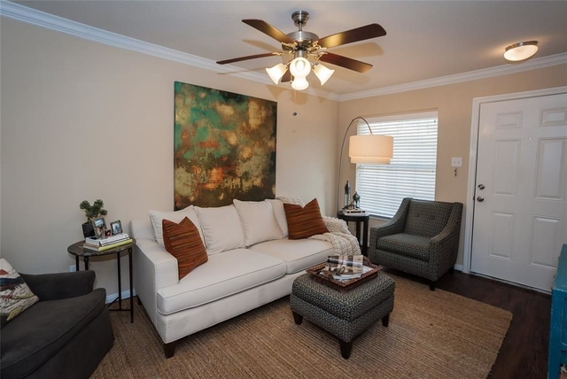 2 Bedrooms, Greater Heights Rental in Houston for $1,250 - Photo 2