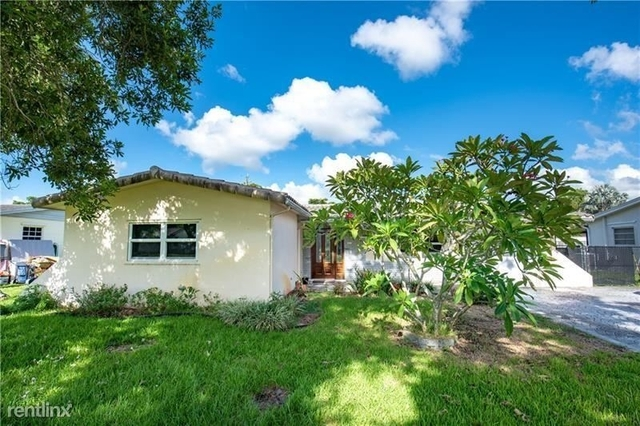 3 Bedrooms, Cooper Colony Estates Rental in Miami, FL for $2,400 - Photo 2