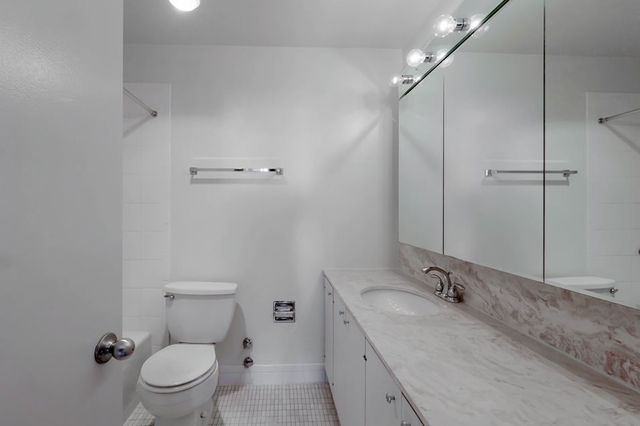 2 Bedrooms, Gold Coast Rental in Chicago, IL for $3,350 - Photo 2
