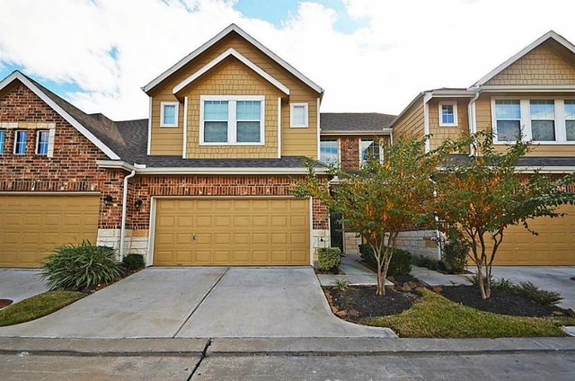 3 Bedrooms, Enclave at Briargreen Townhome Rental in Houston for $1,800 - Photo 1