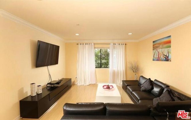 3 Bedrooms, NoHo Arts District Rental in Los Angeles, CA for $3,200 - Photo 2