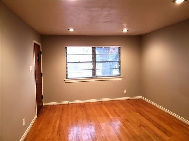 2 Bedrooms, Hillside Rental in Dallas for $1,295 - Photo 2