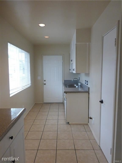 3 Bedrooms, Hawthorne Rental in Los Angeles, CA for $3,000 - Photo 2