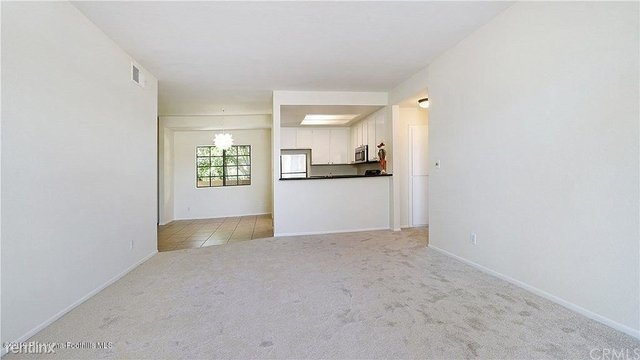2 Bedrooms, Playhouse District Rental in Los Angeles, CA for $2,800 - Photo 2