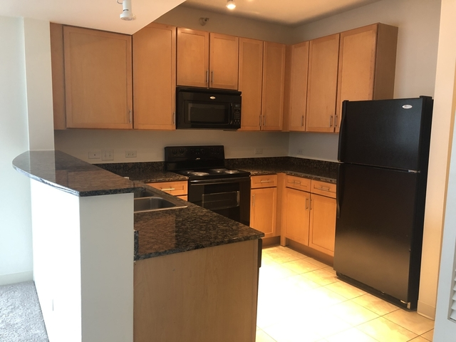 3 Bedrooms, Dearborn Park Rental in Chicago, IL for $3,449 - Photo 1