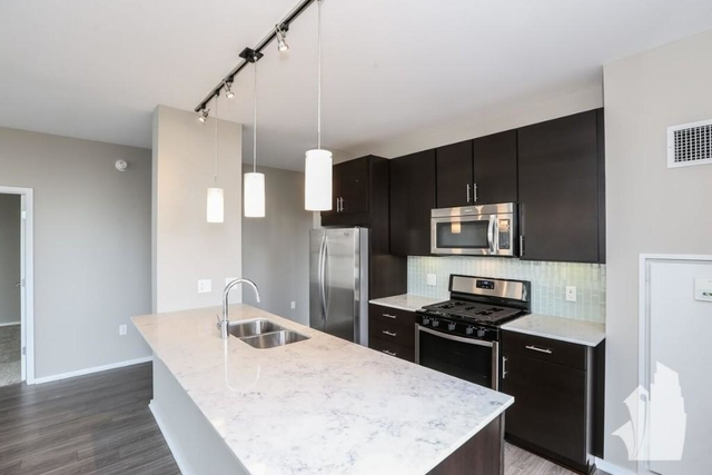 2 Bedrooms, West Loop Rental in Chicago, IL for $3,465 - Photo 2