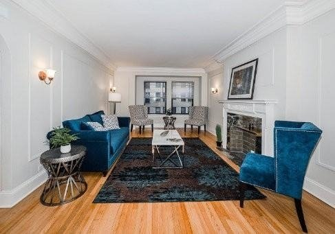 2 Bedrooms, Gold Coast Rental in Chicago, IL for $2,705 - Photo 2